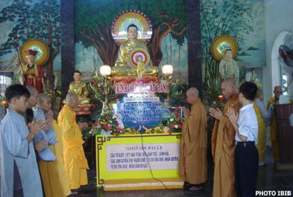 Nội bất xuất ngoại bất nhập, năm nay Công an cấm Phật tử vào chùa dự lễ Phật Đản, dù vậy HT THích Thanh Quang quyết định vẫn tiến hành Đại lễ và đọc Thông điệp Phật Đản của Đại lão Hòa thượng Thích Quảng Độ