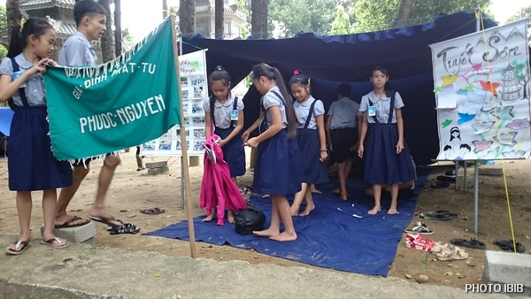 Oanh vũ dựng lều