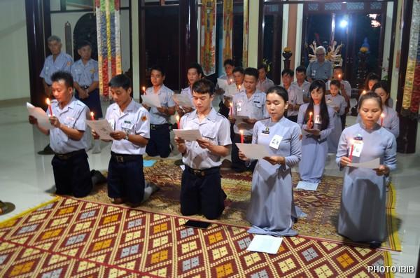 Trại sinh Huyền Trang làm Lễ Phát nguyện dưới ánh nến Vô Tận Đăng