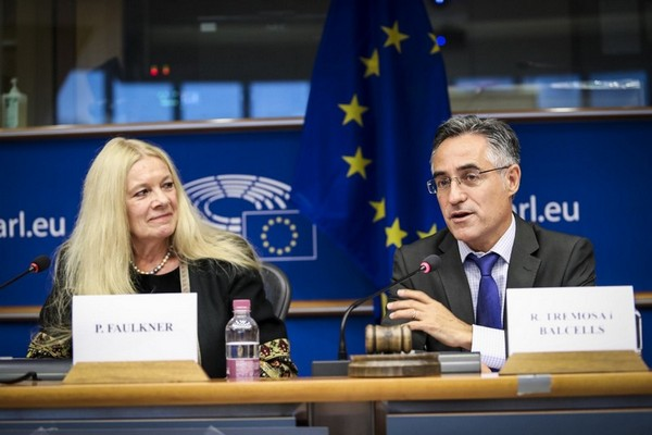 Penelope Faulkner and Ramon Tremosa MEP – Photo © European Union 2017