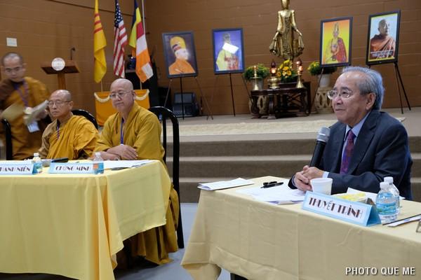 Cư sĩ Võ Văn Ái Thuyết trình Dự thảo tu chỉnh Quy Chế và báo cáo Phật sự Tổng vụ Cư sĩ
