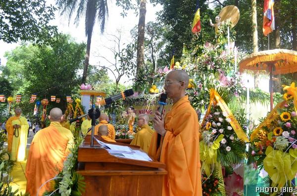 HT Thích Minh Quang tuyên đọc Thông điệp Phật Đản của Đức Tăng Thống