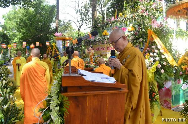 HT Thích Toàn Lạc tuyên đọc Thông bạch Phật Đản của Viện Hoá Đạo