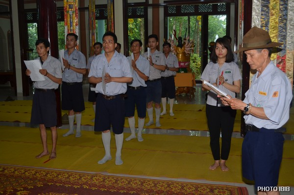 Huynh trưởng Nguyễn Văn Đê đọc Quyết Định trúng cách A Dục