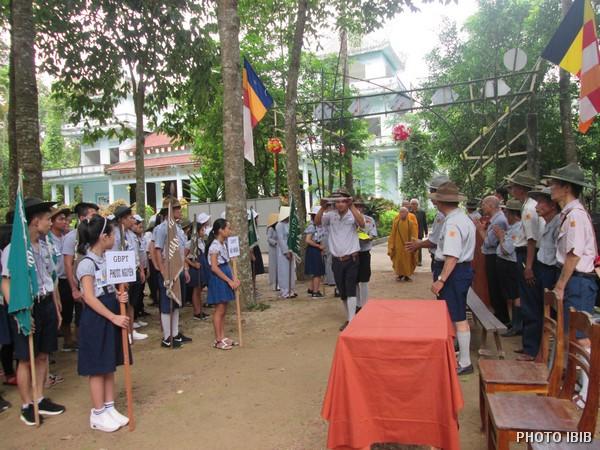 Các đoàn đội vượt hàng rào Công an đến Đất Trại Long Quang – Hình IBIB