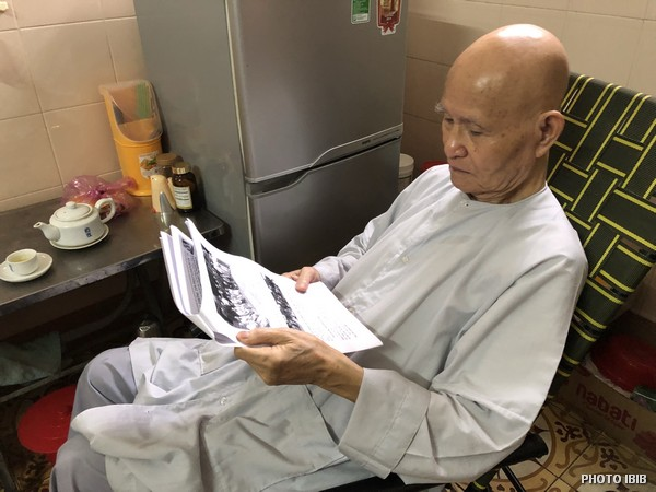 UBCV Patriarch Thích Quảng Độ during his last days at Thanh Minh Zen Monastery reading a press statement sent by IBIB, 3.9.2018