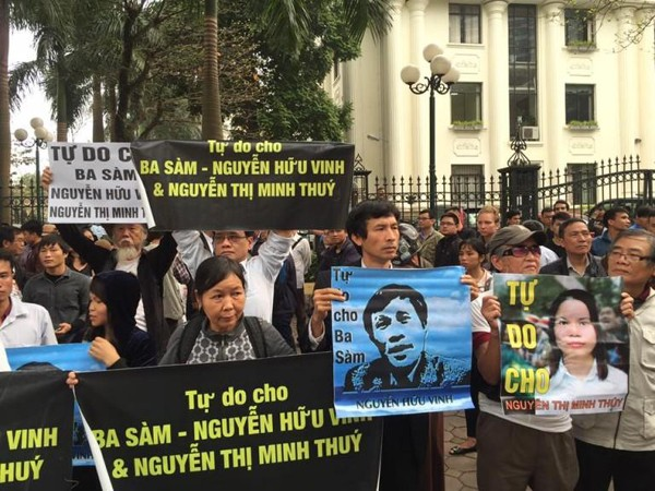 Demonstration outside the trial of blogger Nguyễn Hữu Vinh on 23rd March 2016