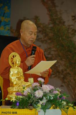 Đại lão Hòa thượng Thích Hộ Giác đọc Đạo từ khai mạc Đại hội