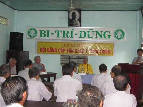 Hòa thượng Thích Chơn Niệm chứng minh Lể Ra Mắt, bên trái là Htr Lê Công Cầu, bên phải là Htr Văn Tiến Nhị đang thuyết trình,  Photo PTTPGQT