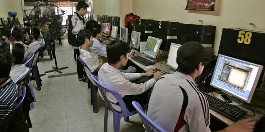 Un cybercafé à Hanoï. | Tran Van Minh/AP