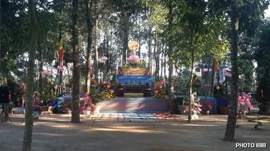 Lễ Đài trang nghiêm trong khuôn viên Tu viện Long Quang, bàng bạc không khí Lâm Tỳ Ni