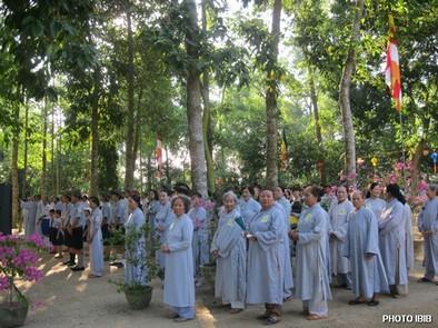 Chúng Thập thiện và Bồ tát tại gia Huế tham dự Phật Đản – Hình PTTPGQT