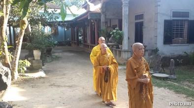 Đại lão Hoà thượng Thích Như Đạt, Viện trưởng Viện Hoá Đạo trong sân Tu viện Long Quang – Hình PTTPGQT