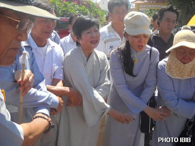 Giây phút vĩnh biệt, Nữ Huynh trưởng Gia Đình Phật tử hát bài Dây Thân Ái - Hinh PTTPGQT