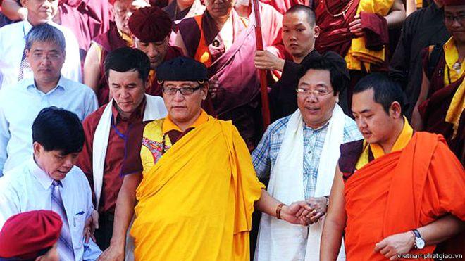 Pháp Vương Gyalwang Drukpa đã có gần một chục lần tới thăm Việt Nam thời gian qua theo lời mời của Chính quyền và Giáo hội Phật giáo do nhà nước VN hậu thuẫn