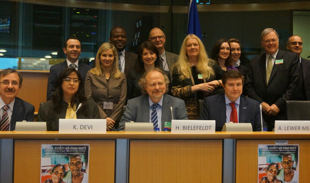"""Cuộc Hội luận do Diễn Đàn Châu Âu về Bất Bao dung Tôn giáo (EPRID) mà Cơ sở Quê Mẹ là thành viên sáng lập, tổ chức tại Quốc hội Châu Âu ở thủ đô Brussels, Vương quốc Bỉ, nhân kỷ niệm lần thứ 67 """"Ngày Nhân Quyền Quốc tế"""" hôm 10 tháng 12. (RFA PHOTO/Ỷ Lan)"""
