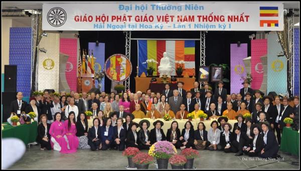 Hình lưu niệm với Ban Tổ chức và ACE Huynh trưởng Gia Đình Phật tử Việt Nam tại Hoa Kỳ