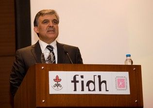 Turkish President Abdullah Gül speaks at the FIDH 38th Congress in Istanbul (Photo FIDH)