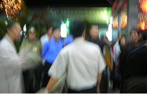 Security Police push back Buddhist monk Thich Thien Minh – Photo IBIB