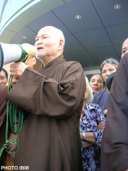 Thich Quang Do addressed the demonstrators