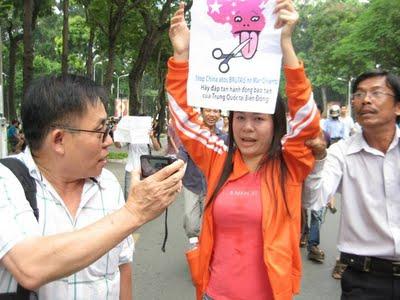 Chiếc Kéo của Học sinh- Sinh viên Saigon cắt Lưỡi Bò trên Biển Đông của Trung quốc