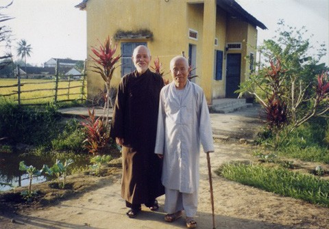 Thich Quang Do visits Thich Huyen Quang in 1999 in Quang Ngai where he is under house arrest. It is their first meeting in 17 years