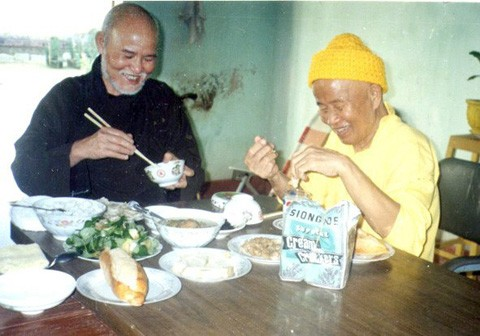 Thich Quang Do and Thich Huyen Quang meet in Quang Ngai