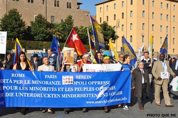 Diễu hành Quốc tế lần thứ Tư cho Nhân dân tại các nước bị áp bức được Tự do tại thủ đô Rome, Ý Đại Lợi, ngày 22.10.2011