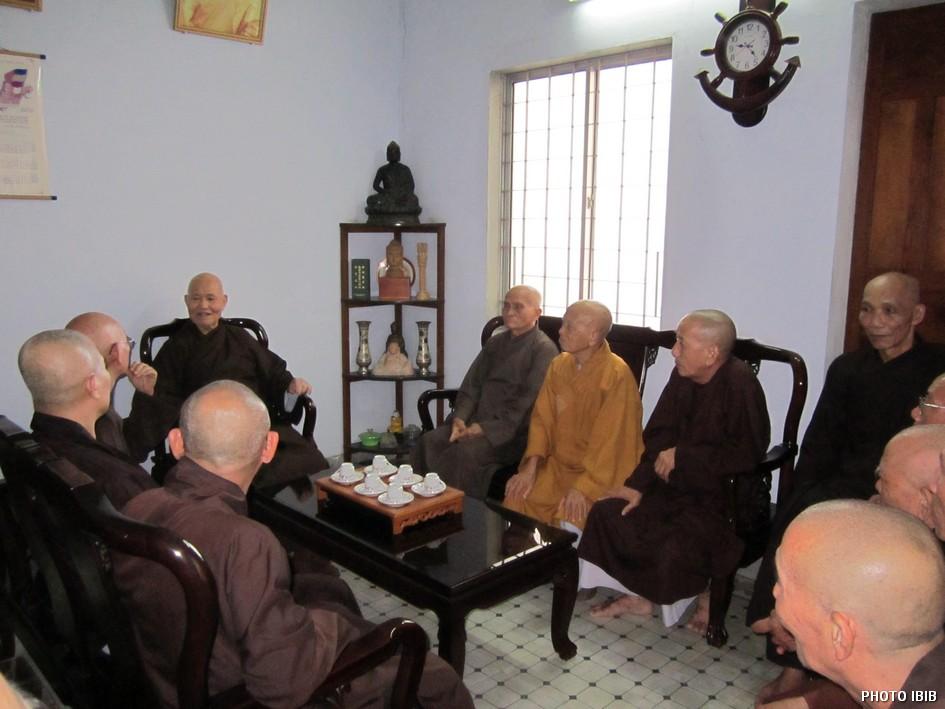 UBCV Patriarch Thich Quang Do with senior UBCV officials meeting in Giac Hoa Pagoda - Photo IBIB