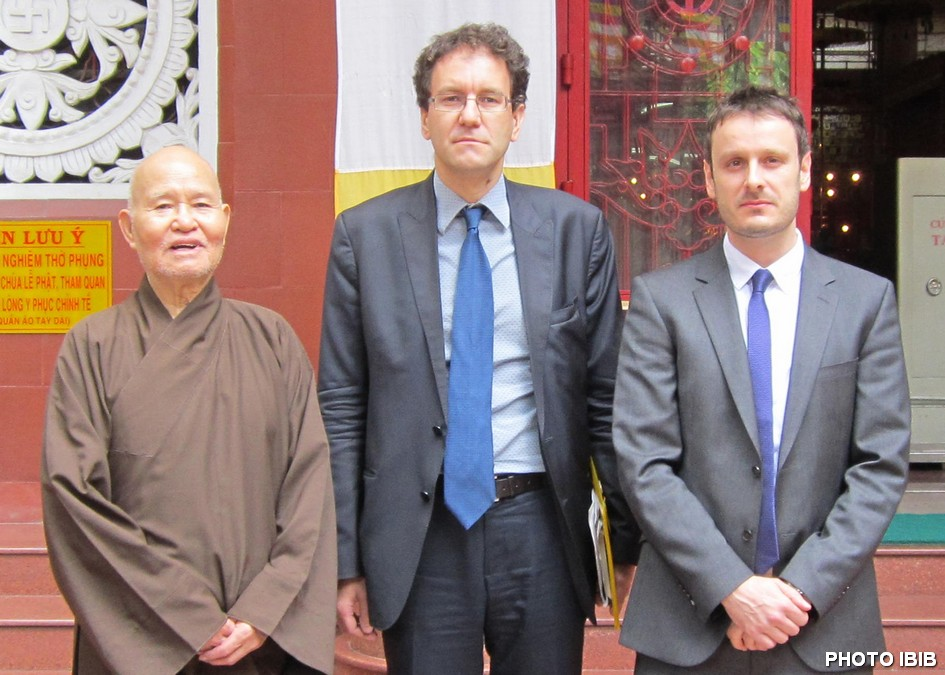 Most Venerable Thich Quang Do, French Consul General Fabrice Mauriès and Jean-Philippe Gavois from the French Embassy in Hanoi, Photo IBIB