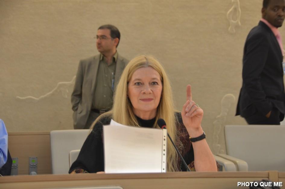 Penelope Faulkner s'exprimant devant le Conseil des Droits de l'Homme de l'ONU, le 8 mars 2013 – Photo QUE ME