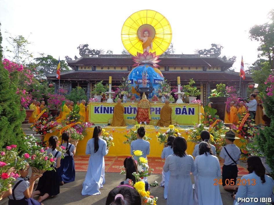 Đại lễ Phật đản tại Tổ đình Quốc Ân - Hình PTTPGQT