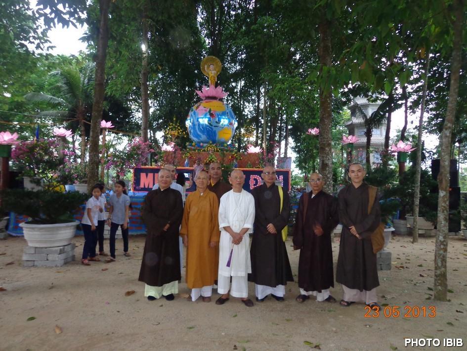 Lễ đài Phật Đản Chùa Long Quang - Hình PTTPGQT