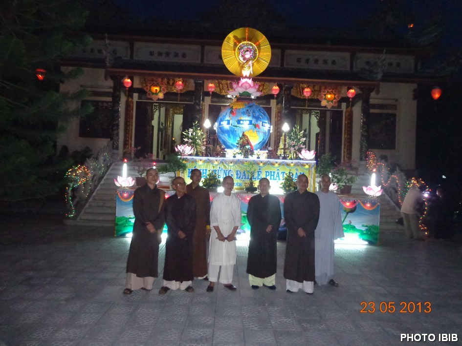 Lễ đài Phật Đản Chùa Bảo Quang - Hình PTTPGQT