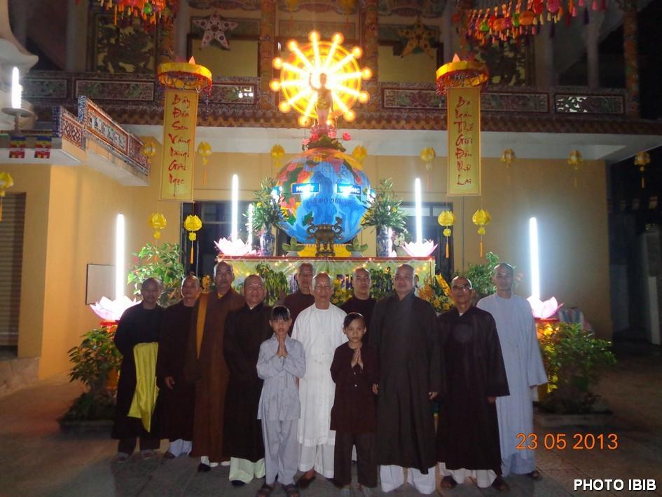 Lễ đài Phật Đản Chùa Phước Thành - Hình PTTPGQT