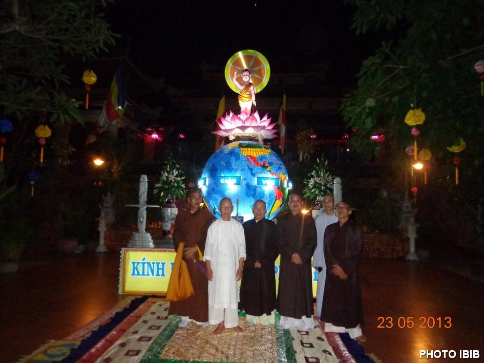 Lễ đài Phật Đản Chùa Thọ Đức - Hình PTTPGQT