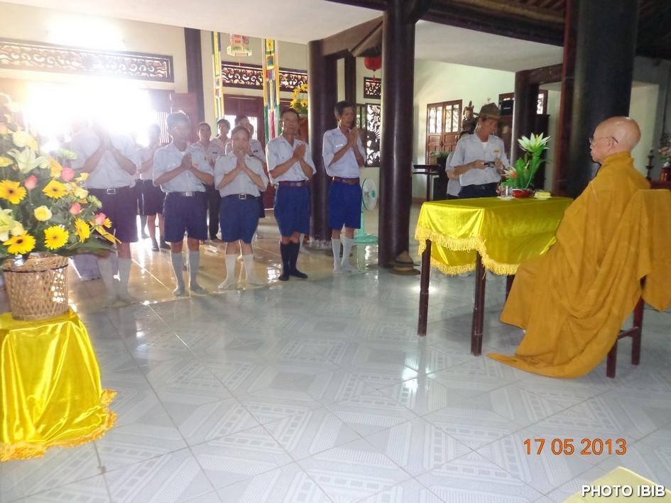 Lễ thọ cấp cho các Htr Gia Đình Phật tử dưới sự chứng minh của HT Thích Thiện Hạnh - Hình PTTPGQT