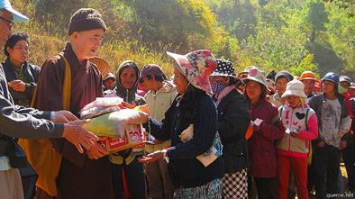 Nhiều hoạt động thiện nguyện đang được cộng đồng Phật giáo Việt Nam ở trong nước tiến hành hỗ trợ người dân.