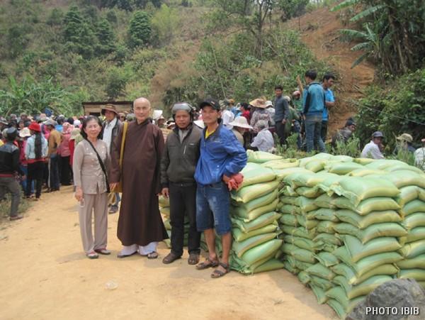 Cứu trợ tại xã Ngọc Yêu, huyện Tu Mơ Rông, KonTum