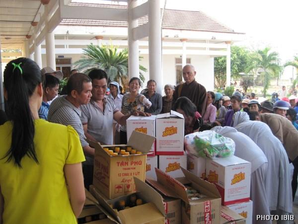 Cứu trợ tại xã Suối Tiên, Diên Khánh, Khánh Hòa