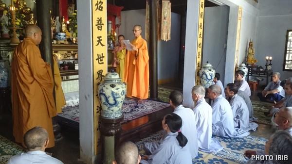 Hoà thượng Thích Minh Quang tuyên đọc Quyết định Viện Hoá Đạo