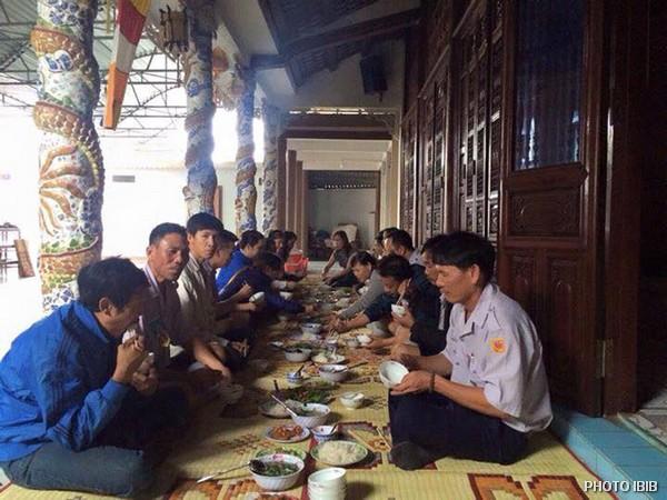 Trại sơ cấp Lộc Uyển, Huyện Phú Lộc, Bữa ăn vui vầy