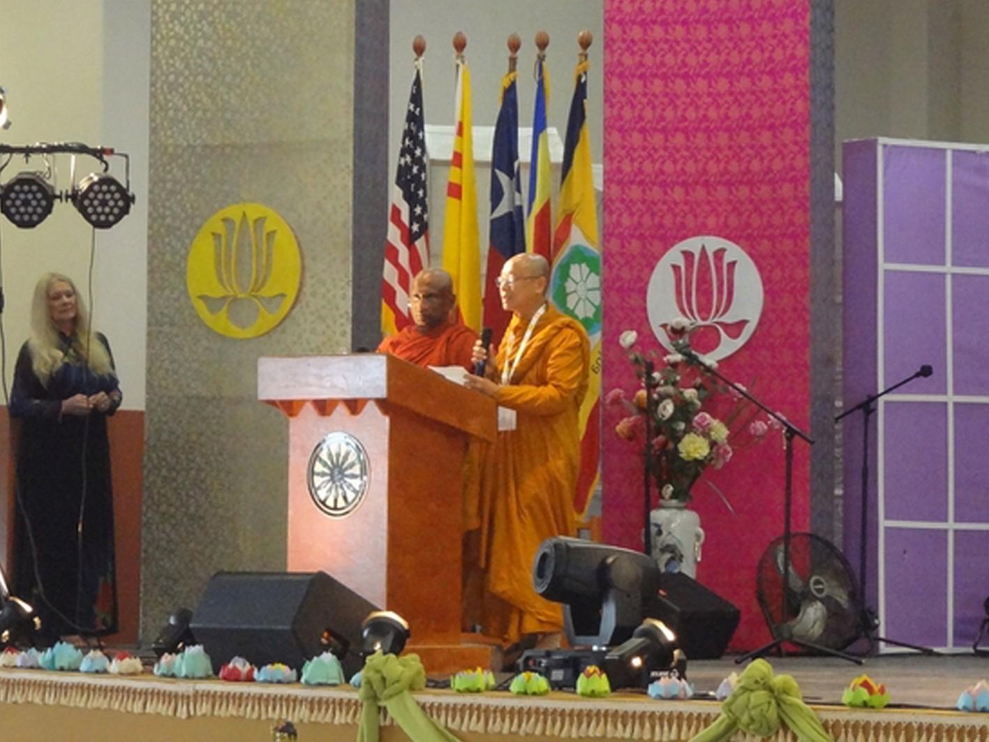 Thượng tọa Rahula và Hòa thượng Thích Huyền Việt trong thời Thuyết pháp
