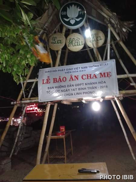 Cổng trại Báo Ân Cha Mẹ tại Trại La Hầu La