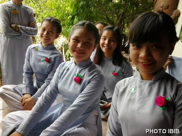 Bông hồng Hiếu Hạnh trên ngực Áo Lam