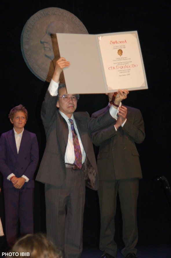 Vo Van Ai receives Rafto Prize on behalf of Thich Quang Do