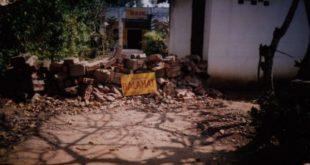 Gạch đá công an lấp lối đi vào chùa Ba La Mật, ảnh chụp ngày 12.2.2007