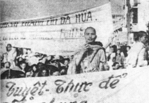 Thich Quang Do speaks at a rally for religious freedom in Saigon, 1963