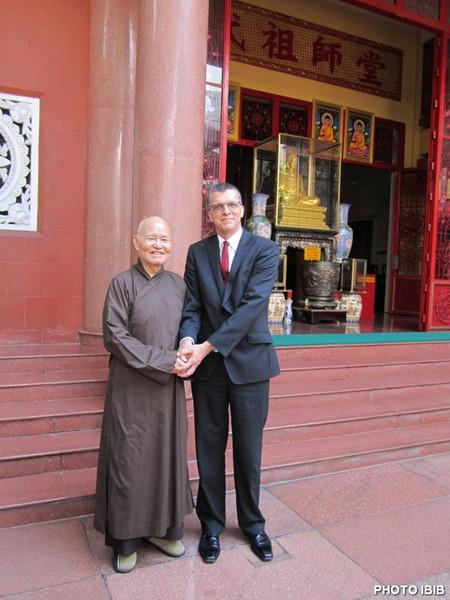 UBCV Patriarch Thich Quang Do with Australian Ambassador Hugh Borrowman outside the Thanh Minh Zen Monastery (Photo IBIB)