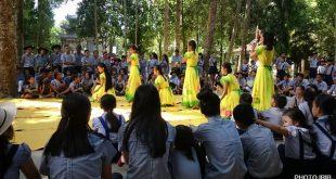 Danse traditionnelle au concert du Camp